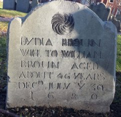 1680 stone from Copp's Hill, Boston, with pinwheel as the only decoration. Photo by author, 2016.