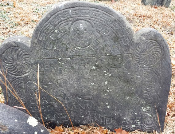 1699 gravestone with pinwheel design on the finial. Design in the Hartshorne tradition, New London, CT. Photo by author, 2015