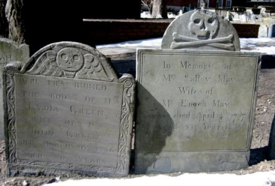 Left-hand gravestone shows similar design to NL examples. Photo from Atlas Obscura