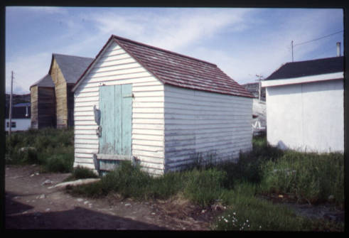 Old_dead_house_Hopedale_Labrador