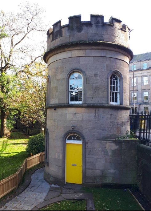 The watchtower at the Church of St. Cuthbert graveyard, Edinburgh. Built in the late 1820s (photo by author 2019)